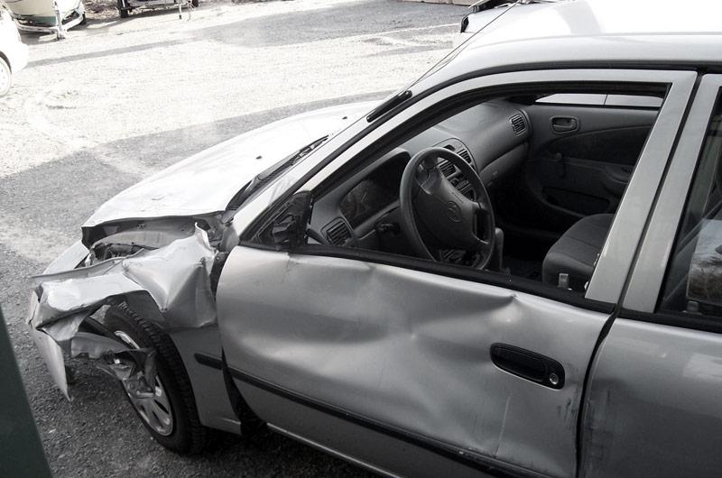 Rozbité auto po dopravnej nehode