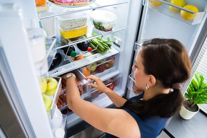 Organizácia je dôležitá, pri výbere chladničky premýšľajte o špeciálnych zásuvkách, držiakoch a sekciách pre konkrétne potraviny.